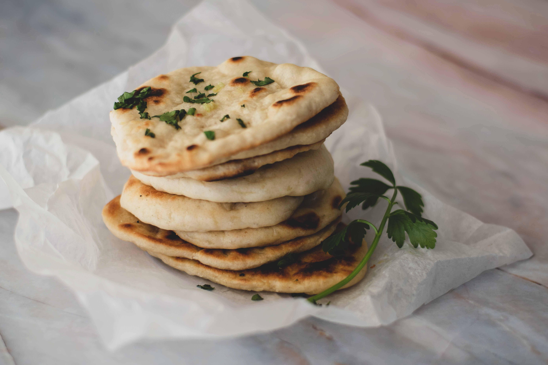 Zelfgemaakte naanbrood zonder suiker